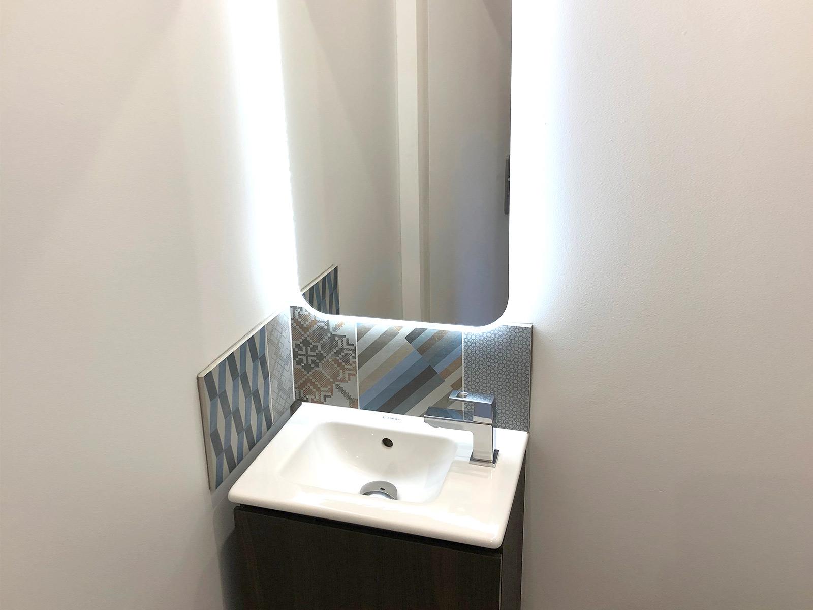 Lave-main & miroir rétro-éclairé